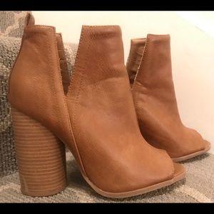 COPY - Size7, eur 38: peep toe faux leather Qupid…